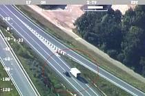 Nedodržování pravidel silničního provozu na silnici I/50 nedaleko Uherského Hradiště, zejména pak nebezpečné předjíždění, se v pátek 16. září, nevyplatilo celé řadě řidičů.