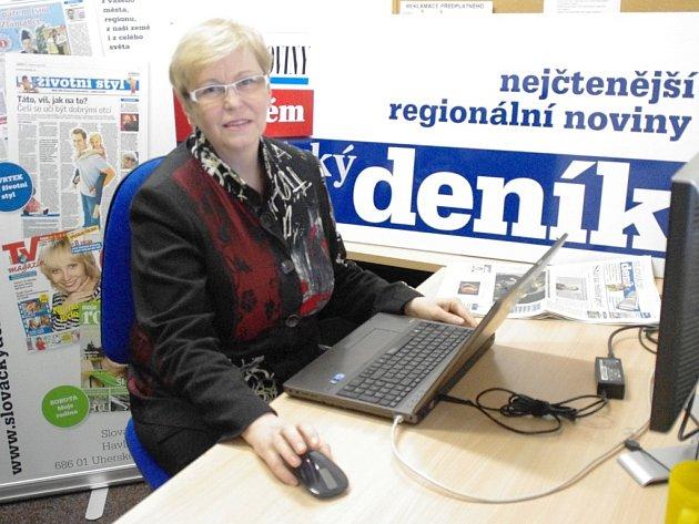 Senátorka Hana Doupovcová v redakci Slováckého deníku odpovídá na dotazy čtenářů.