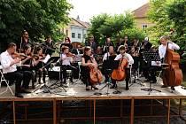 V Galerii slováckého muzea hrál Slovácký komorní orchestr a F–dur Jazzband.