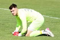 Gólman Uherského Brodu Jakub Dostál inkasoval proti Hodonínu ránu do hlavy. Jelikož domácí tým neměl náhradního brankáře, musel utkání dochytat.
