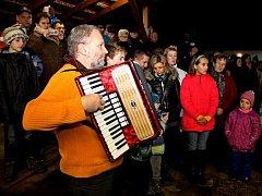 Tupeští si bez vánočního zpívání v Muzeu keramiky nedovedou závěr adventu představit.
