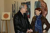 Výstava šperků a malovaného hedvábí.