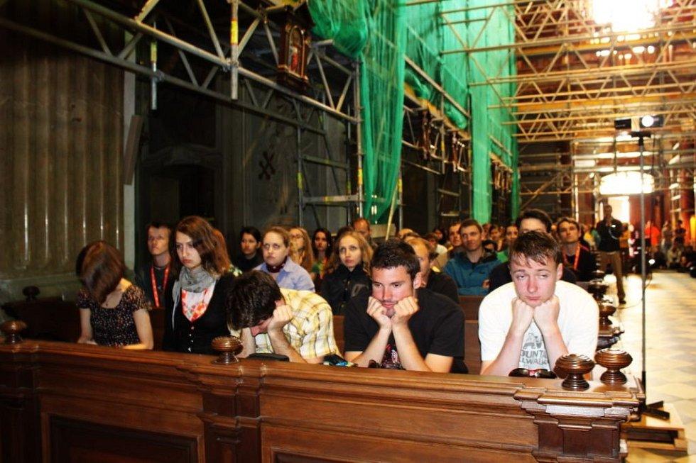 Baziliku zaplnili v sobotu odpoledne účastníci Studentského Velehradu.