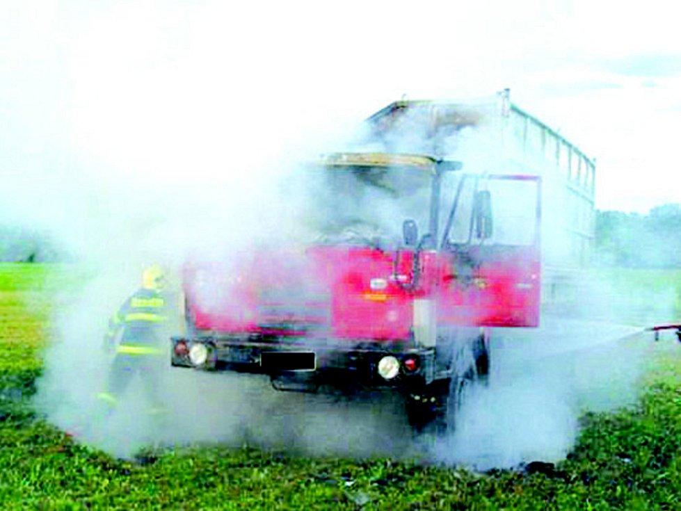 Požár nákladního auta.