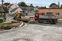 Práce na obnově hlavní silnice přes Jalubí probíhají v souladu s harmonogramemPráce na obnově hlavní silnice přes Jalubí probíhají v souladu s harmonogramem