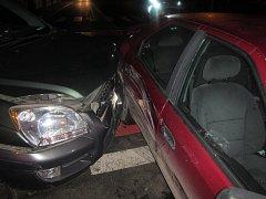 Při srážce tří vozidel v centru Uherského Hradiště bylo zraněno dítě.
