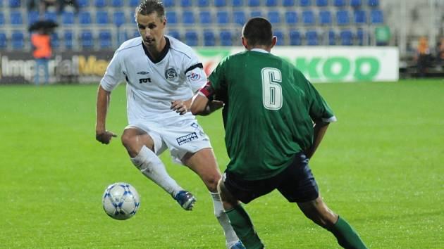 Utkání proti HFK Olomouc rozhodl Aleš Chmelíček (vlevo) dvěma trefami. Celkem má na svém kontě v letošní sezoně už tři přesné zásahy, rozmnoží svou sbírku i na Dukle?