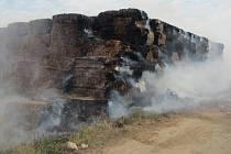 Požár stohu slámy v Huštěnovicích