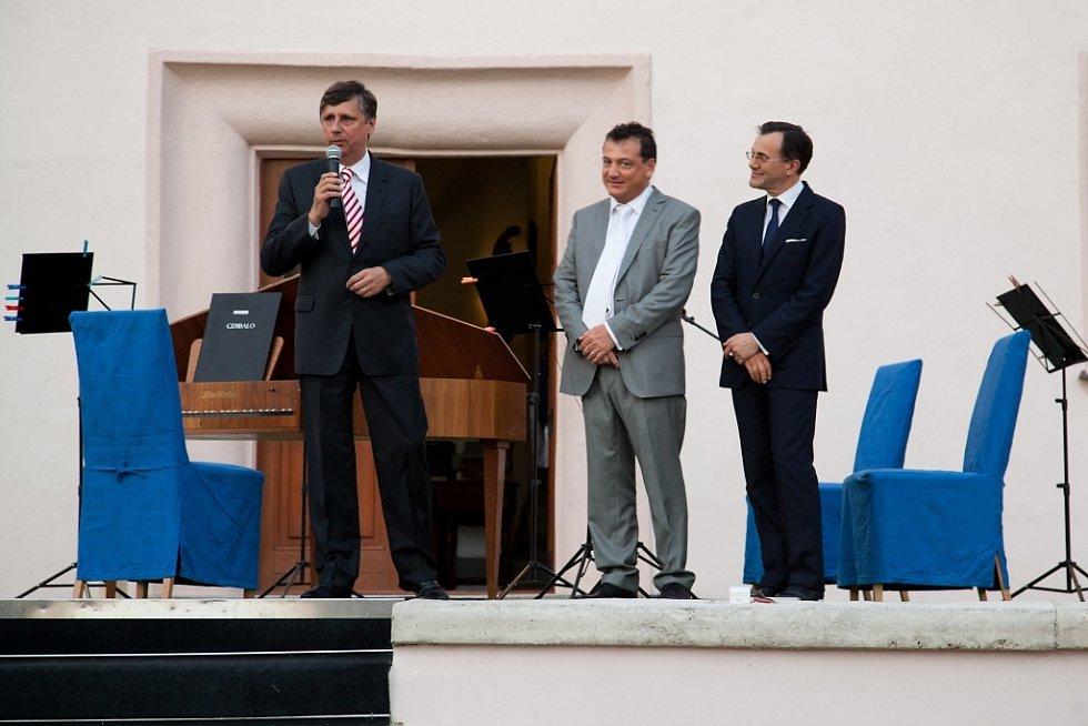 Někdejší premiér České republiky Jan Fischer na zámku v Ořechově.