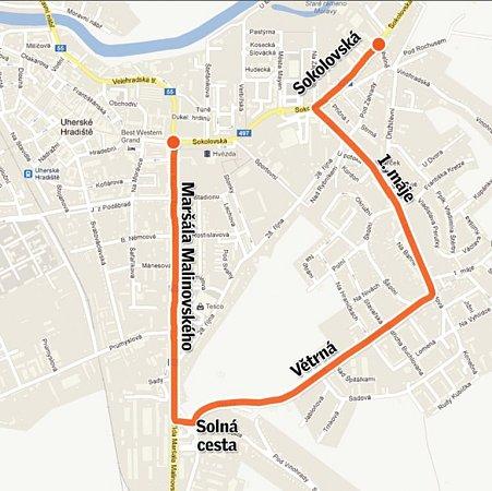 Objízdná trasa při opravě hlavní světelné křižovatky vUherském Hradišti