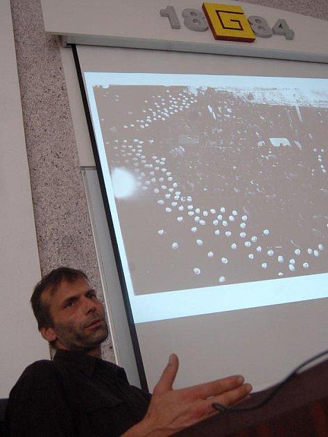 Martin Mejstřík besedoval se studenty uherskohradišťského gymnázia.