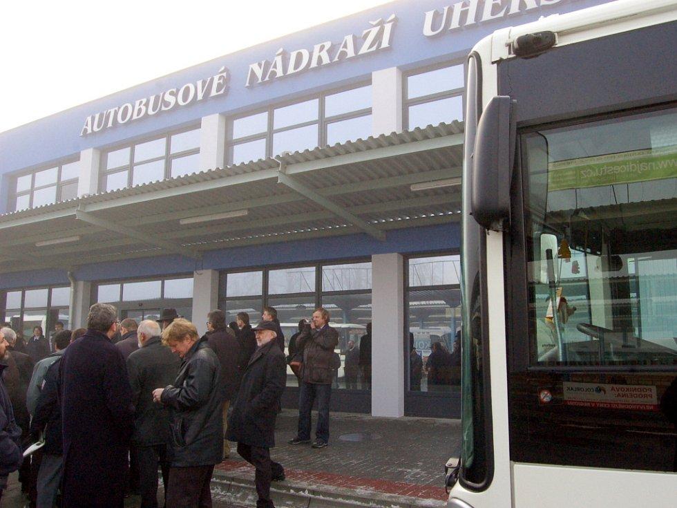 Nová výpravní budova ČSAD je v provozu.
