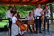 Cimbálová muzika Ohnica zahájila první srpnovou sobotu Večery u Slovácké búdy