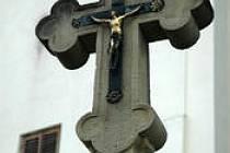 Pískovcový kříž. Ilustrační foto.