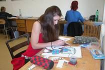 Zkoušky se skládaly ze tří úkolů – modelování hlavy, portrétu a malování kompozice.