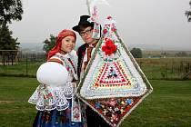 Soutěžní pár číslo 35 – Eva Hlaváčková a Michal Ketman, mladší stárci na hodech v Polešovicích 10. – 11. září.