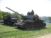 Rekonstrukce bitvy z konce II. světové války nad Stráním. Ilustrační foto.