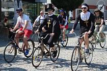 Milovníci proslulé jízdy na historických kolech si dali v sobotu dostaveníčko na akci Giro de Pivko.