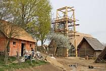 Nejvyšším objektem skanzenu bude nově budovaná dvanáctimetrová strážní věž.