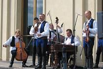 V centru Prahy zahrála cimbálová muzika Kunovjan.