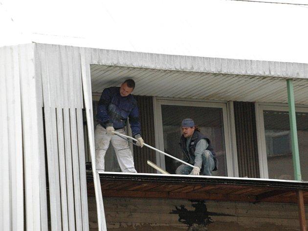 Rekonstrukce obvodového pláště na Klubu kultury v Uh. Hradišti začala.