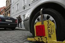 Řidiči, kteří nemají kde zaparkovat, volí často špatná řešení.