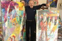 V ateliéru. Pracovní prostředí Tomáše Měšťánka je osobité jako malíř sám.