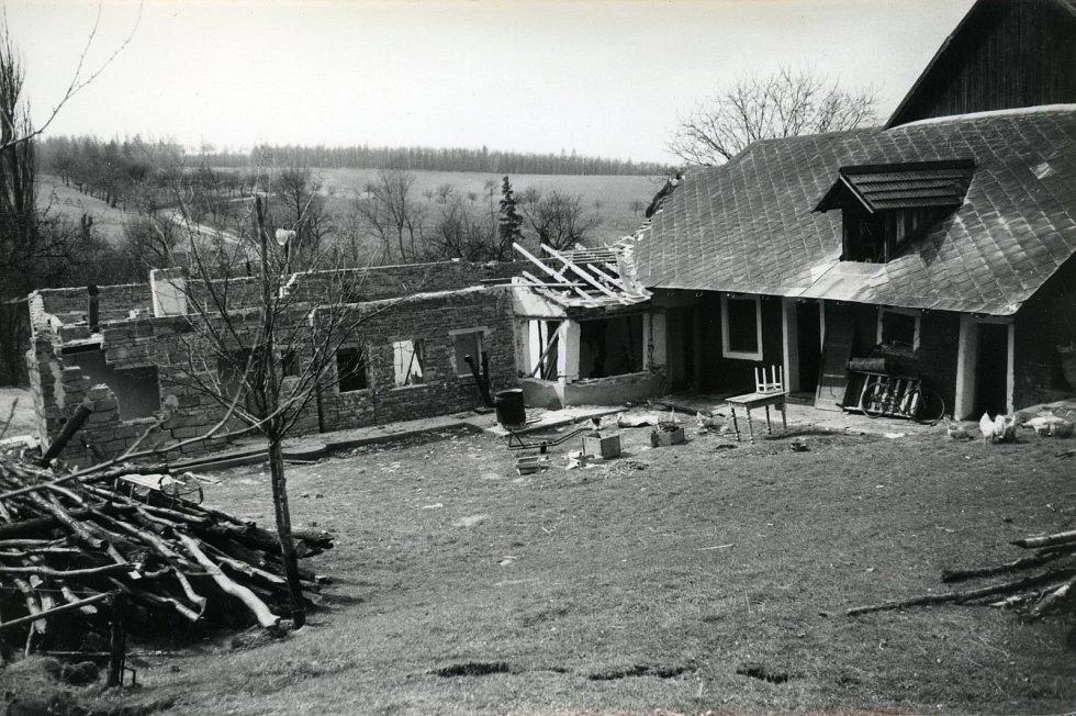 Sesuv půdy před padesáti lety smetl v Maršově třetinu domů. Snímky z dubna 1967.