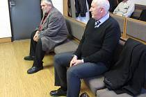 U soudu v Uherském Hradišti pokračovalo 30. listopadu jednání s bývalým starostou obce Nedachlebice Vratislavem Němečkem (vlevo) a bývalým místostarostou Vojtěchem Dovrtělem (vpravo).