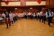 Moravská beseda v choreografii starostky Popovic Jitky Novákové se stala jedním z vrcholů sobotního večera v tamním kulturním domě, kde se konal v pořadí už 7. ročník krojového plesu.