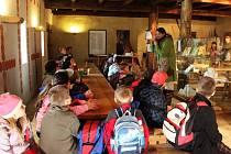 V paláci Velkomoravané ukázali dětem třeba chladné zbraně Slovanů, ale také expozici První hodina staroslověnštiny.