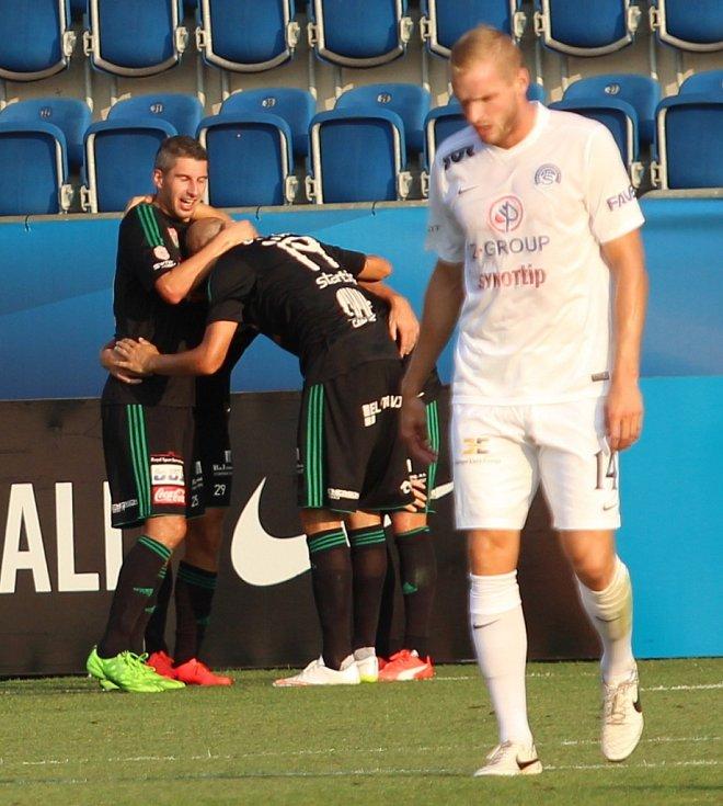 Vlastimil Daníček (vpravo) chyboval, Příbram toho využila a Jan Rezek dal gól na 0:1.