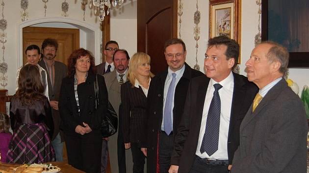 Italský velvyslanec si prohlédl zrekonstruované prostory ořechovského zámku