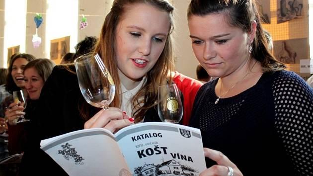 Na koštu vín v Tupesích předložili pořadatelé fajnšmekrům 494 vzorků ze 30 vinařských obcí.