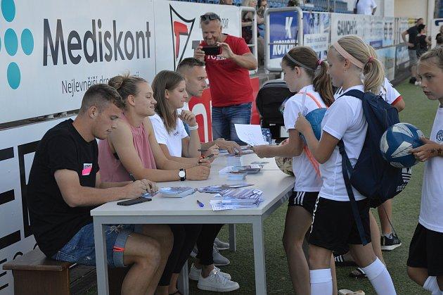 Ve čtvrtek odpoledne proběhl na Městském fotbalovém stadionu vUherském Hradišti otevřený trénink Klubové akademie 1.FC Slovácko.