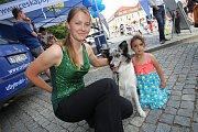 Magic festival 2018 v Uherském Hradišti. Kouzelné náměstí na Masarykově náměstí. Alena Smolíková a pes Foxi