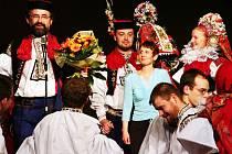 Starosta Vlčnova Jan Pijáček v kroji (zleva vlevo).
