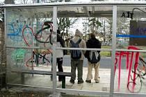 Snad se nové zastávky v Bojkovicích brzy nestanou terčem sprejerů a vandalů.