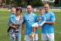 Kateřina Rachůnková s dětmi Kačenkou a Matýskem a bratry Karla Rachůnka Ivanem a Tomášem.