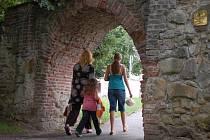 Nejznámější částí středověkého opevnění, které se zachovalo, je Matyášova brána.