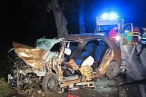 Ke druhé vážné dopravní nehodě v blízkosti Uherského Ostrohu během jednoho dne, došlo v pátek 13. prosince navečer.Profesionální hasiči vystřihávat zraněného řidiče z havarované Škody Fabia z Olomouce.
