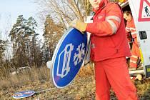 Instalace nových dopravních značek mezi Modrou a Bunčem