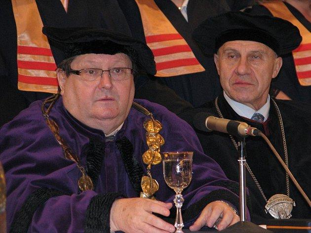 Rektor EPI Oldřich Kratochvíl (vlevo). Ilustrační foto.