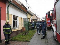 Ohnivý živel na Slovácku opět zaúřadoval. Ve čtvrtek 13. ledna dopolede si však vyžádal cenu nejvyšší, život 57letého muže, kterého ze zadýmeného domku vynesli až hasiči. Pomoct mu však už nedokázali.