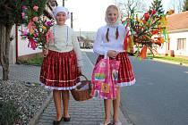 V Hradčovicích, Drslavicích, Veletinách a Podolí nosily děti v neděli 2.dubna létečko a marka jako symboly přicházejícího jara.