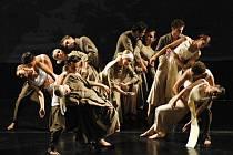 Kytice v podání tanečníků Hradišťanu je doslova virtuózní souhrou tance a hudby.
