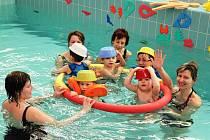 S Baby clubem Katka plave dnes na 300 dětí ze Zlínského a Jihomoravského kraje a z příhraničních obcí Slovenska.