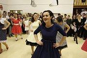Popáté a také naposledy hostilo v sobotu 31. ledna přízemí základní školy a mateřské školy v Březové tradiční školní ples.
