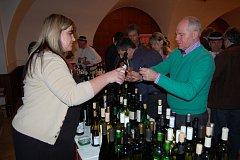 Brodská Charita poděkovala svým podporovatelům degustací vín ve Strání.