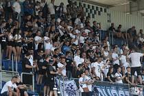 Fotbalisté Slovácka (bílé dresy) se v neděli doma utkali s Hradcem Králové.